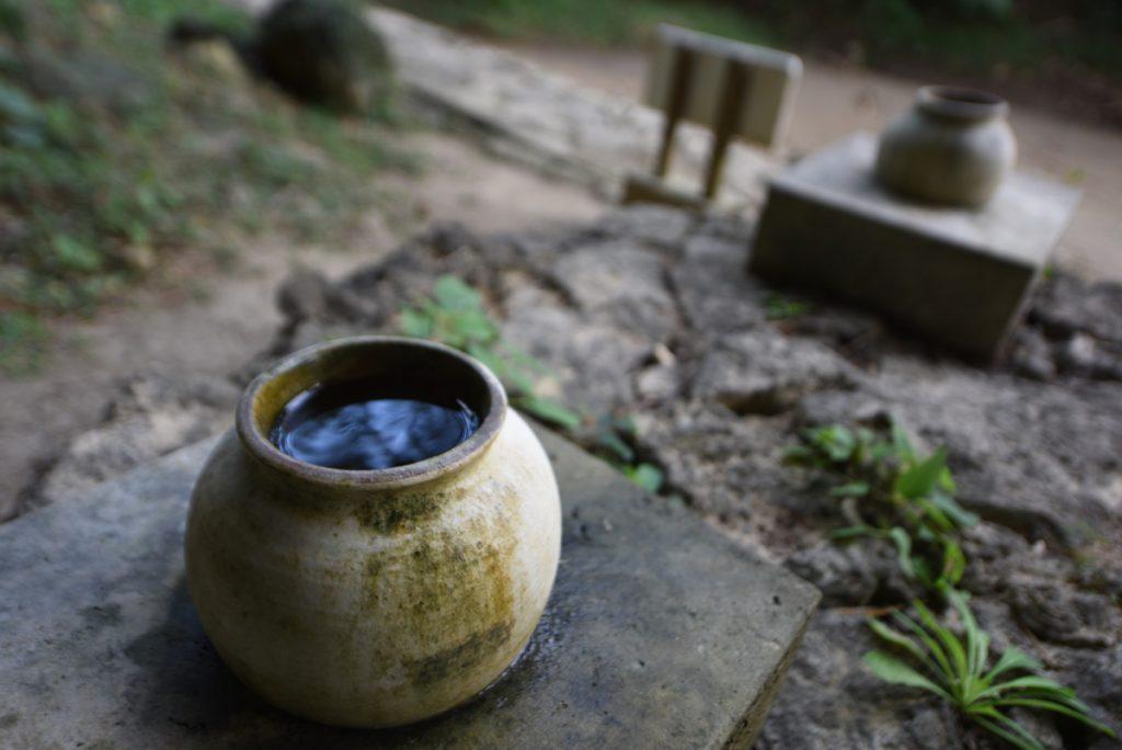 シキヨダユルアマガヌビーと アマダユルアシカヌビーの壺